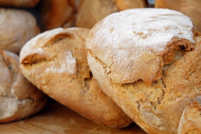 固そうなパン