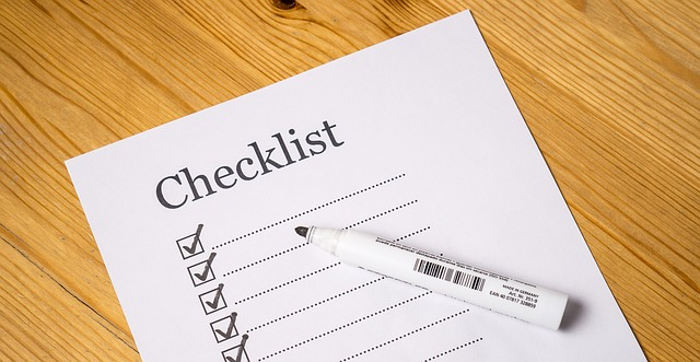 白い紙のチェックリスト