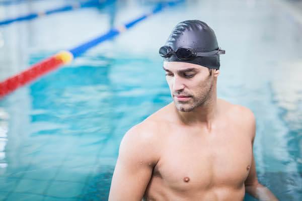 プールの男