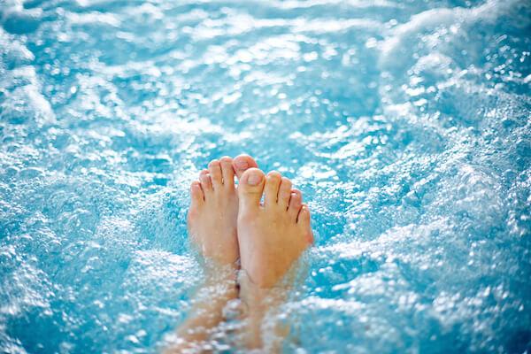 プールの足
