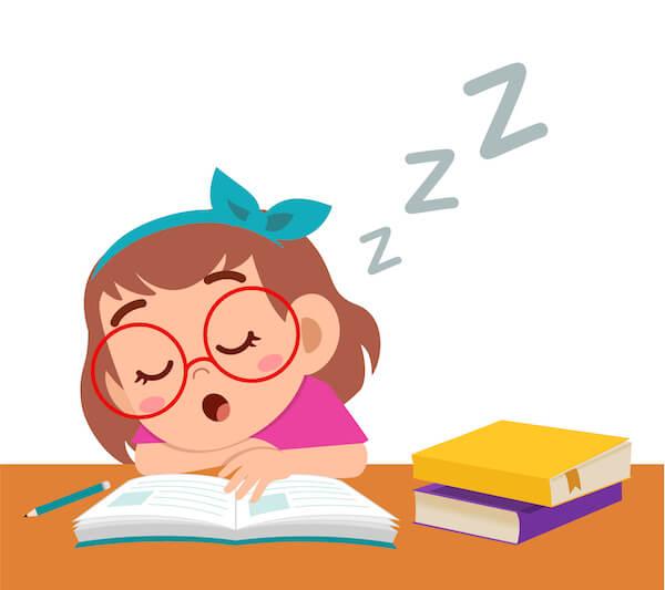 勉強中に寝る女の子